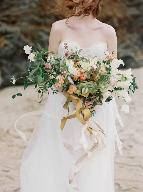 Loose and wild bridal bouquet