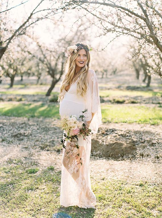 cherry blossom maternity photos by mariel hannah