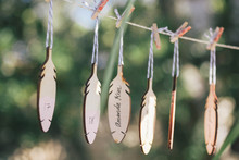 Feather escort cards
