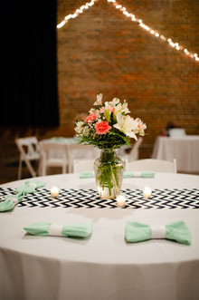 Mint, navy and gold tablescape