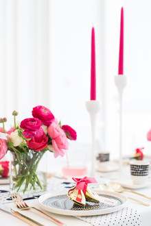 Modern pink, black and white place setting