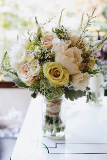 Rose and peony light colored bouquet