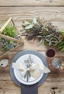 Rustic dinnerware idea