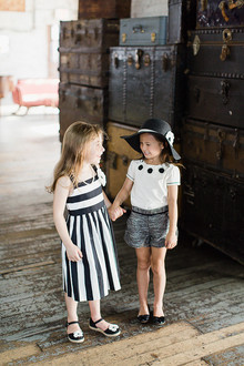 vintage girls travel outfit