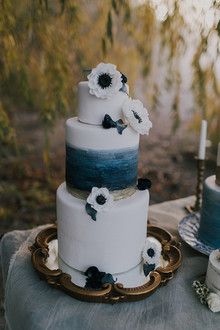 Seaside wedding cake