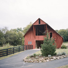 Rustic Tennessee barn wedding