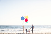 Beach anniversary shoot with kids by Max Wanger