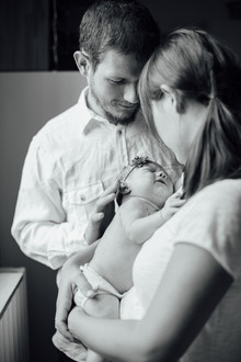 intimate newborn photos at home