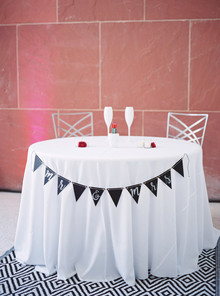 Simple modern sweetheart table