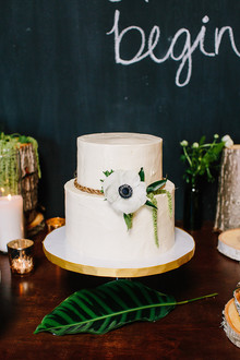 Modern white wedding cake