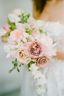 Blush bridal bouquet for Parisian elopement