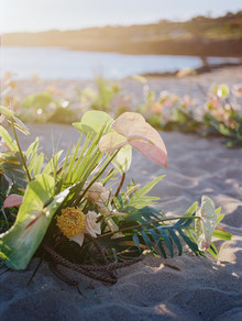 Tropical ceremony decor