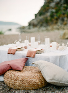Rustic modern beach elopement ideas in Greece