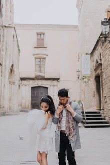 Travelogue engagement photos in the great cities of Europe