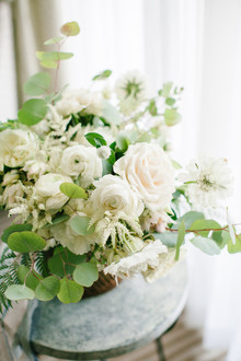 Modern beachy wedding flowers