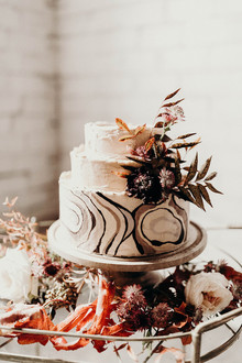 how to plan a minimalist fall elopement with modern rustic details