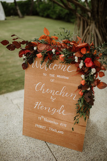 Tropical fall wedding in Thailand with rust and peachy accents