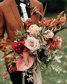 Dramatic fall bridal bouquet
