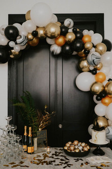 NYE party balloon arch