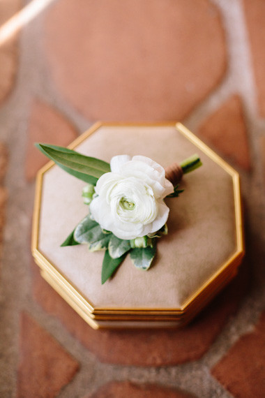 Simple white floral boutonnière