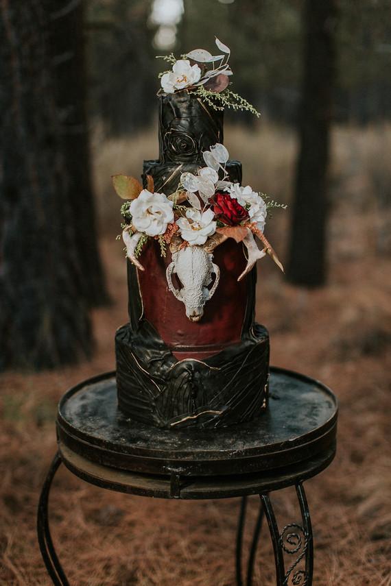Moody Wedding Cake Wedding Amp Party Ideas 100 Layer Cake
