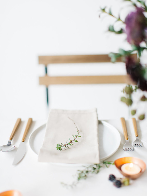Simple and organic place setting