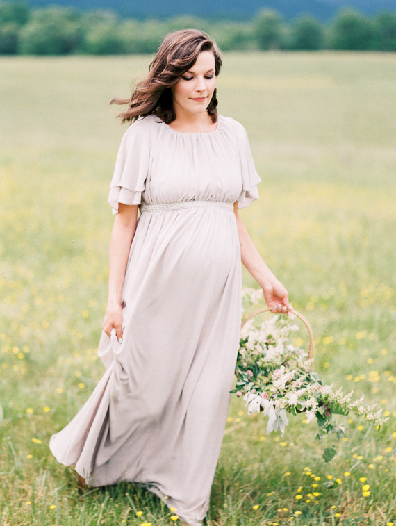 Meadow maternity photos