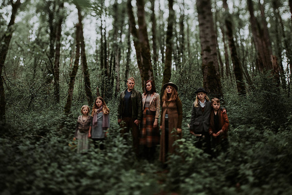 Wooded family photos in Portland