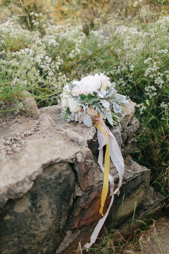 simple, earthy wedding bouquet