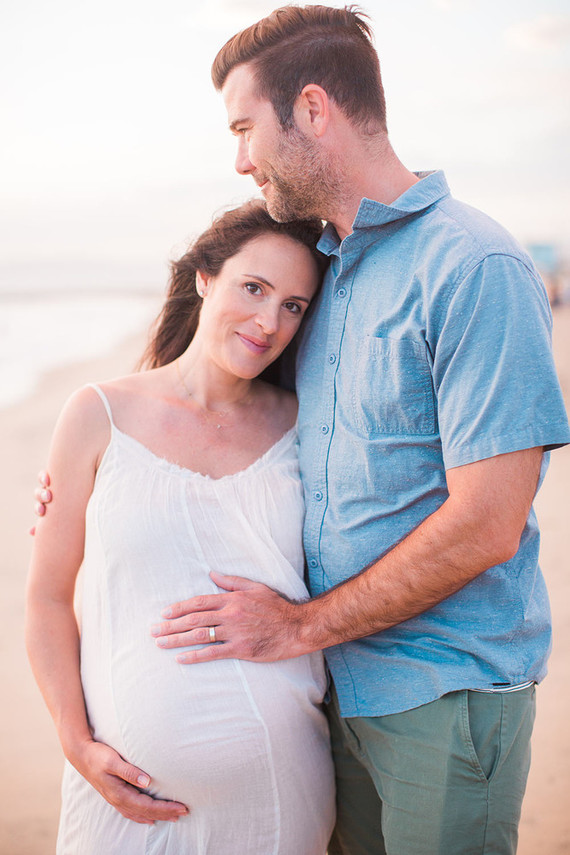 beachside maternity photos