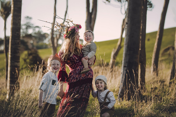Family maternity photos at Jonkers Farm in Auckland, NZ