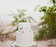 Siple white ruffled cake on the beach