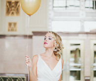 Art Deco bride with balloon