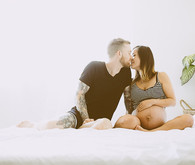 family maternity photos by Yuna Leonard