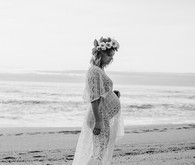 black and white beach maternity photos