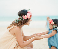 mother daughter beach session in hawaii