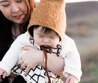 Wintery family photos of Laura Izumikawa