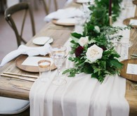 Center garland on wedding table