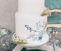 white wedding cake for italian elopement