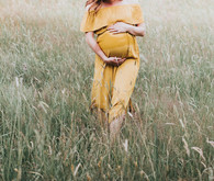 Late summer maternity photos in Germany