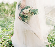 Vintage botanical wedding at Puakea Ranch in Hawaii