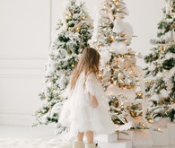 White and gold Christmas wonderland decor ideas