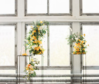 Modern summer wedding inspiration in yellow tones