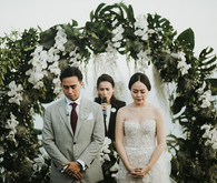 Elegant, romantic white + green wedding at Khayangan Estate in Bali