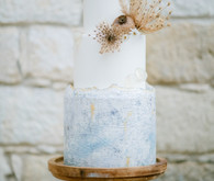 boho wedding cake with dried flower decor