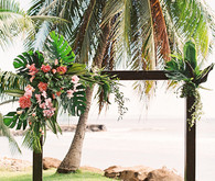 Tropical wedding in Maui at the Olowalu Plantation House