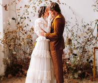 Delicate earth tone fall wedding ideas with dried flowers and lots of white
