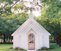 New Texas wedding venue with the cutest chapel