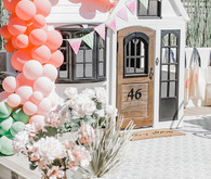 Custom cute playhouse ideas with balloons