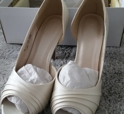 Satin Pleated D'Orsay Platform Pumps, Size 9, Ivory